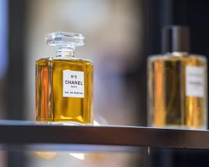 H ιστορία πίσω από το θρυλικό άρωμα Chanel No.5