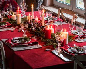 5 απλές και έξυπνες ιδέες για να διακοσμήσετε το χριστουγεννιάτικο τραπέζι σας